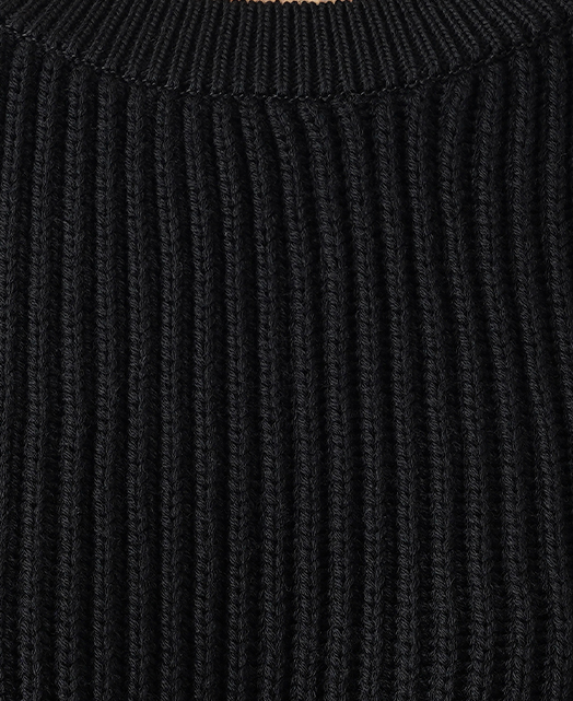 圆领针织毛衣